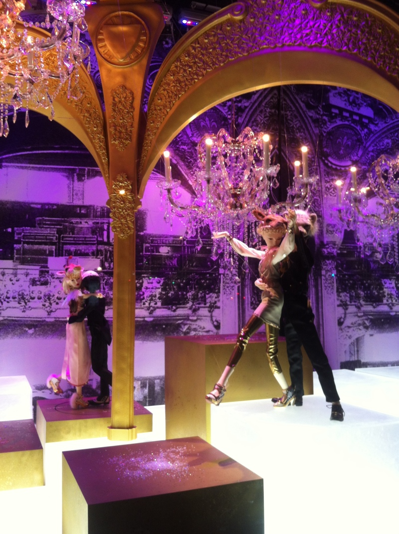 1galeries lafayette_holiday windows 2012