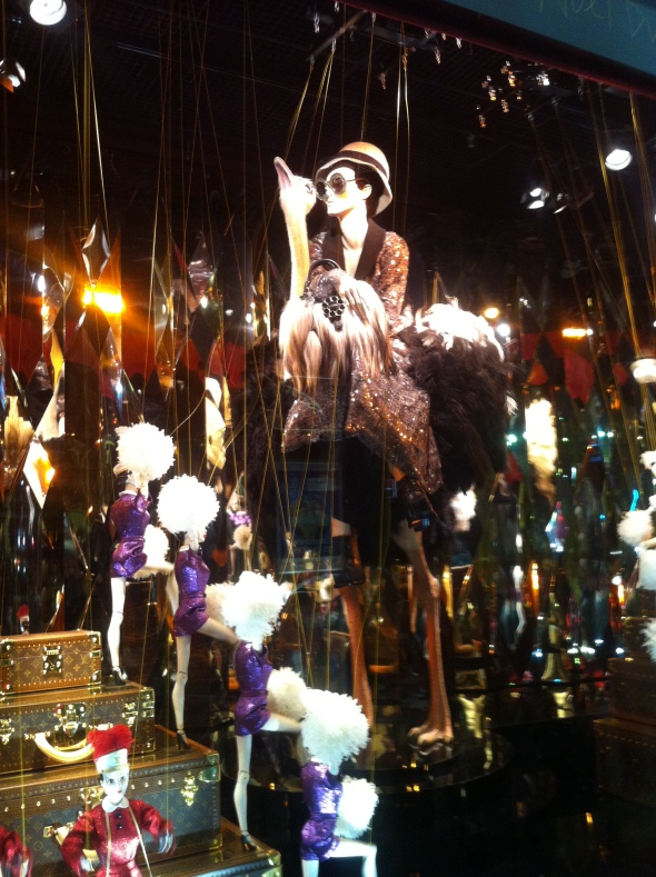 2galeries lafayette_holiday windows 2012